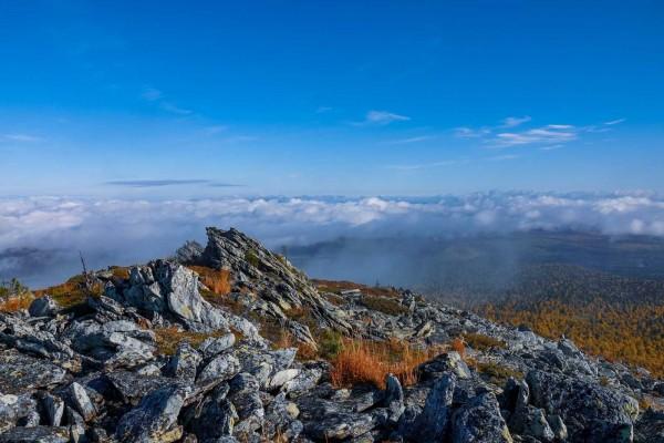 В горах. Автор Лев Арамилев